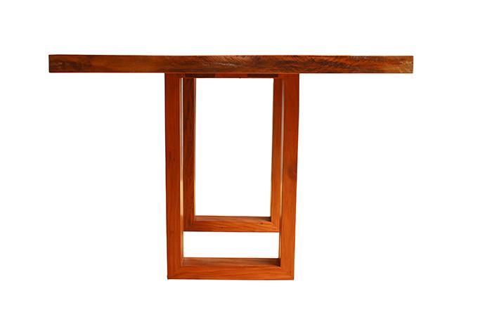 Mesa De Jantar Pé Recuado Vazado Em Madeira De Demolição Medindo 1,80x1,00x78