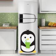 Adesivo de Geladeira Pinguim Tomando Suco