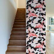 Papel de Parede Autoadesivo Flamingo com Detalhe Preto