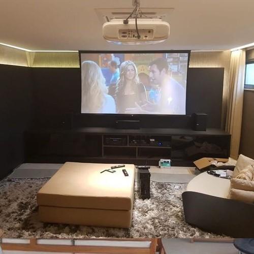 Tela de Projeção Elétrica Tensionada Matte White 72'' Formato Widescreen 16:9 com Controle Remoto