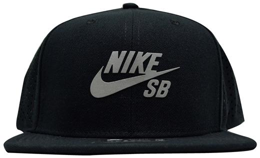 Boné Nike Sb Trucker Dry Fit Preto / Logo Refletivo
