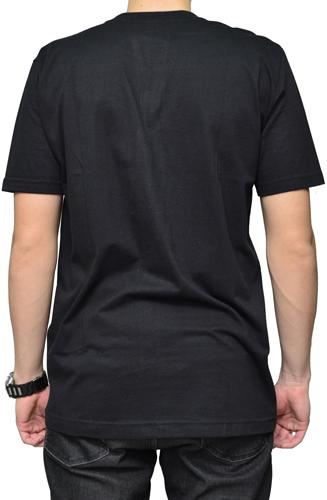 Camiseta Via Skate Shop Preta com Bolso Pirata Fundo Onça