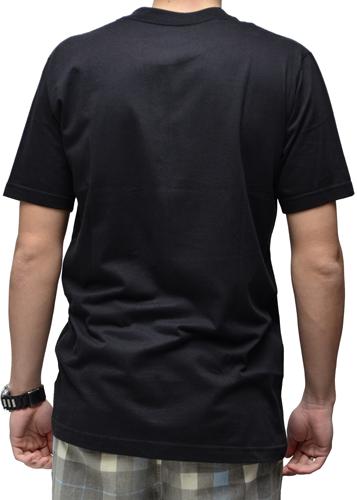 Camiseta Via Skate Shop Preta com Bolso Pirata Fundo Camuflado Areia