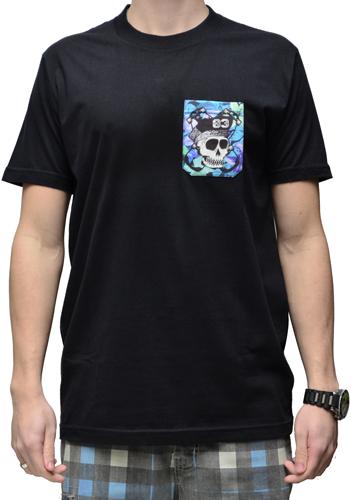 Camiseta Via Skate Shop Preta com Bolso Pirata Fundo Flora Azul