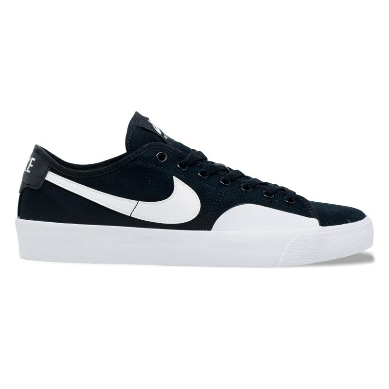Tênis Nike SB Blazer Court Preto / Branco
