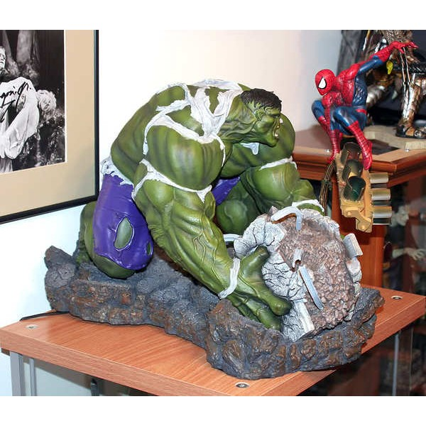 Sideshow Hulk VS Spider-Man Diorama EXclusive  - Movie Freaks Collectibles