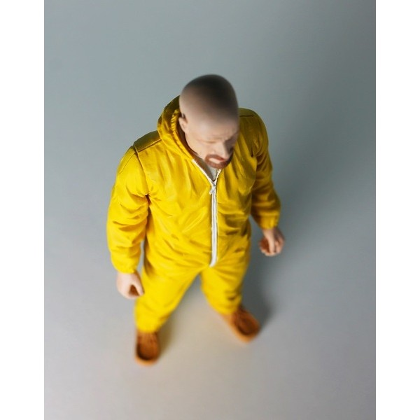 Mezco Breaking Bad Walter White in Yellow Hazmat Suit EXCLUSIVO SDCC 2013  - Movie Freaks Collectibles