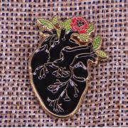 Pin / Broche - Coração - Black/Flower