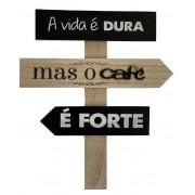Placa Decorativa de Madeira A Vida é Dura mas o Café é Forte