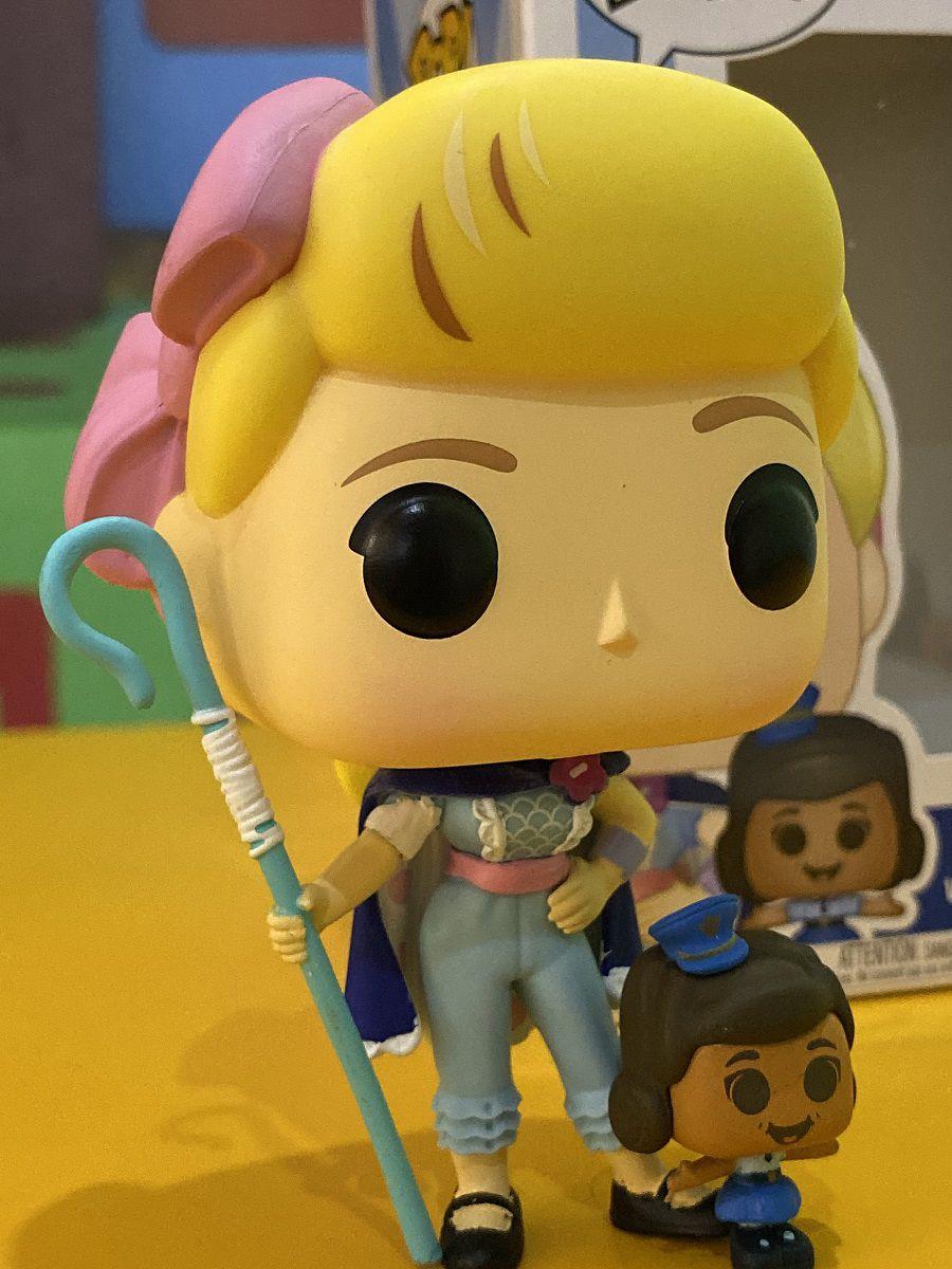 Funko Pop Toy Story 4 Bo Peep com Officer Giggle Mc Dimples Boneco Colecionável