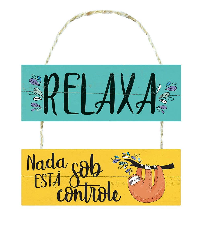 Placa Decorativa de Madeira Frases Relaxa Nada Está Sob Controle