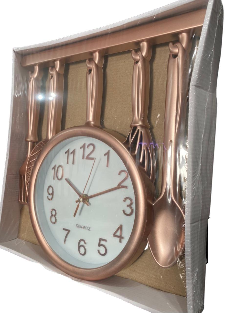 Relógio de Parede Temático de Cozinha Frigideira e Talheres Rosê