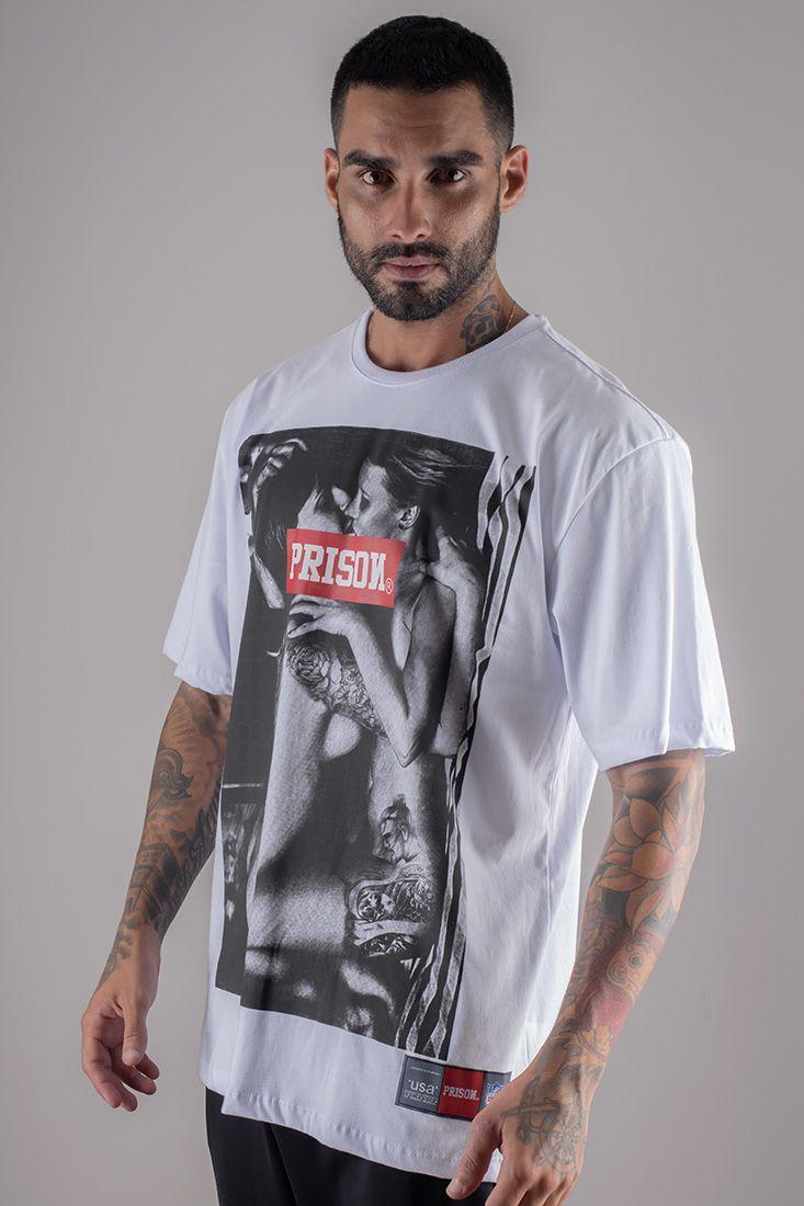 Camiseta Prison Love Kiss branca