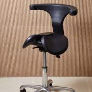 Cadeira Mocho Saddle Chair modelo Abraccio preto Dentistas