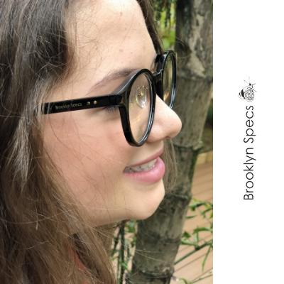 Oculos de grau Brooklyn Specs preto redondo moderno nerd