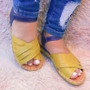 Sandália com tiras de couro cabedal