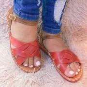 Sandália com tiras de couro grossas