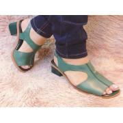 Sandália de couro recorte lateral
