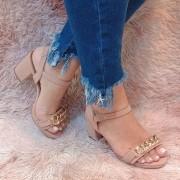 Sandália salto grosso corrente
