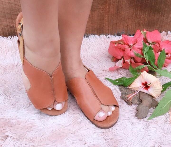 Sandália de couro com fivela