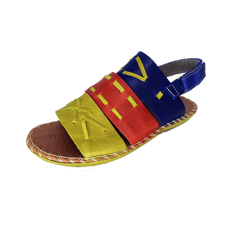 Sandália de couro com tira traseira grossa