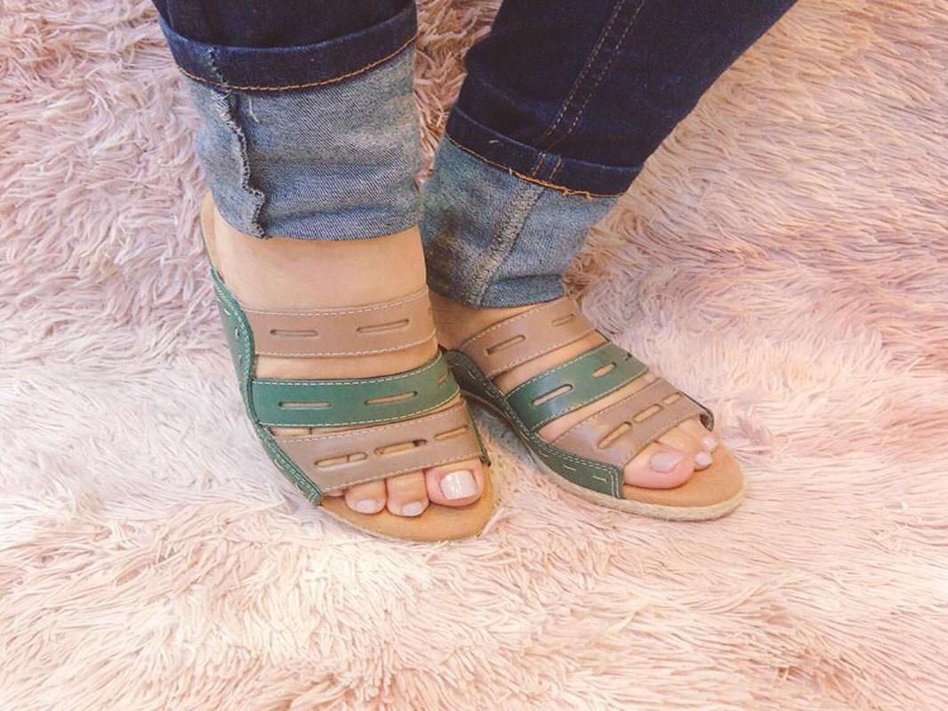 Sandália de couro fivela prata
