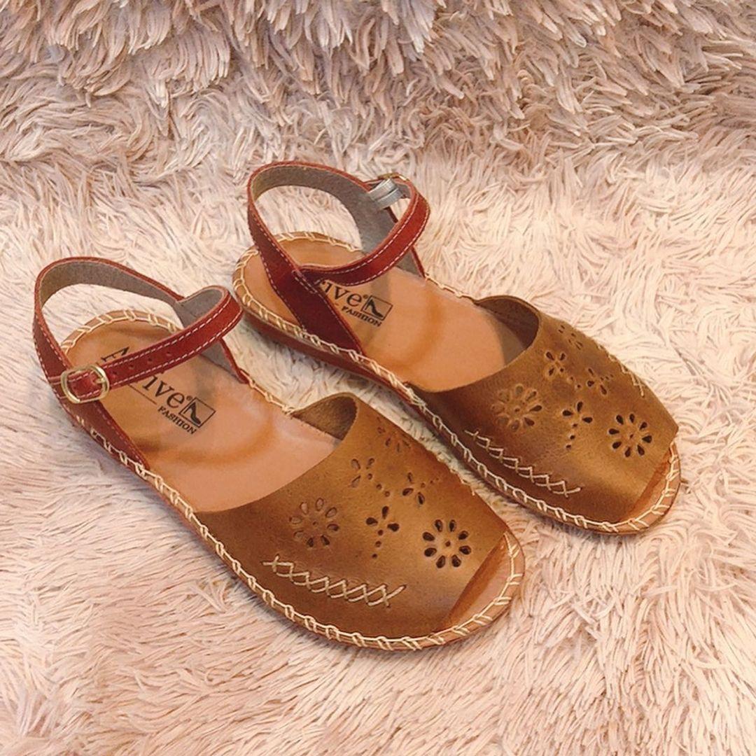 Sandália de couro florida