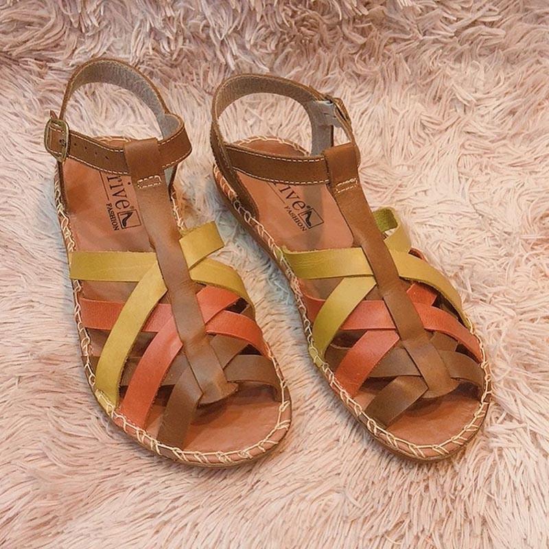 Sandália de couro tiras cruzadas
