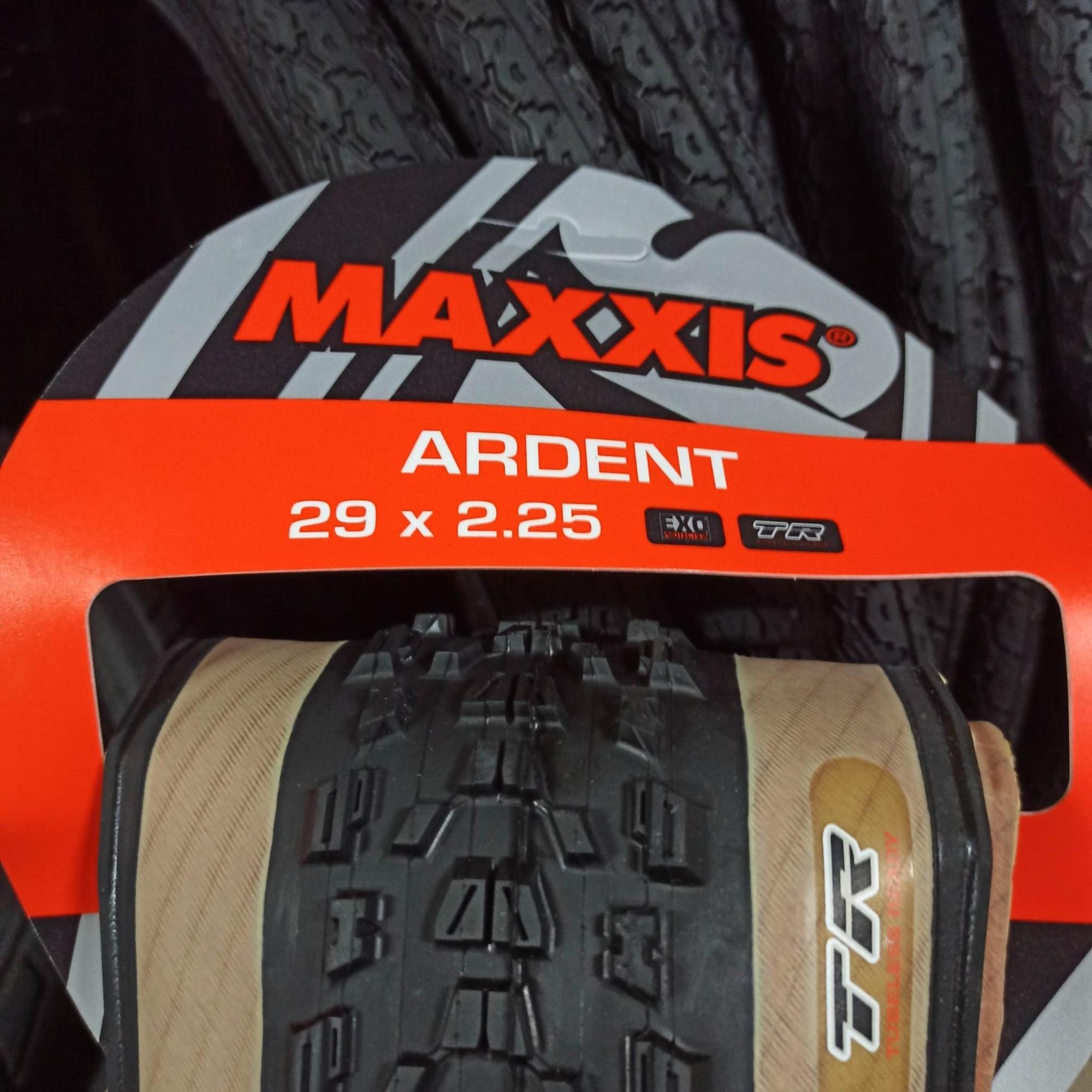 02 Un. Pneu Maxxis 29 x 2.25 Ardent M315RU Tubeless Skinwall Exo com faixa bege