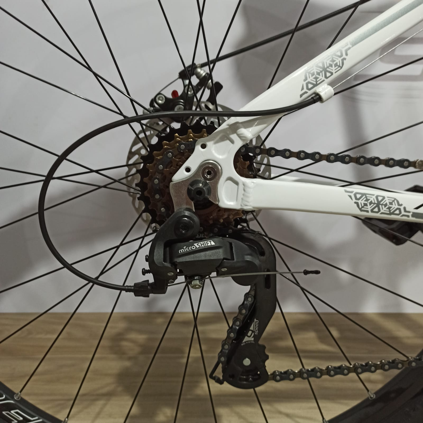 Bicicleta ABSOLUTE Nero aro 29 - 24v MicroShift - Freio a Disco Veloforce - Suspensão High One trava no ombro