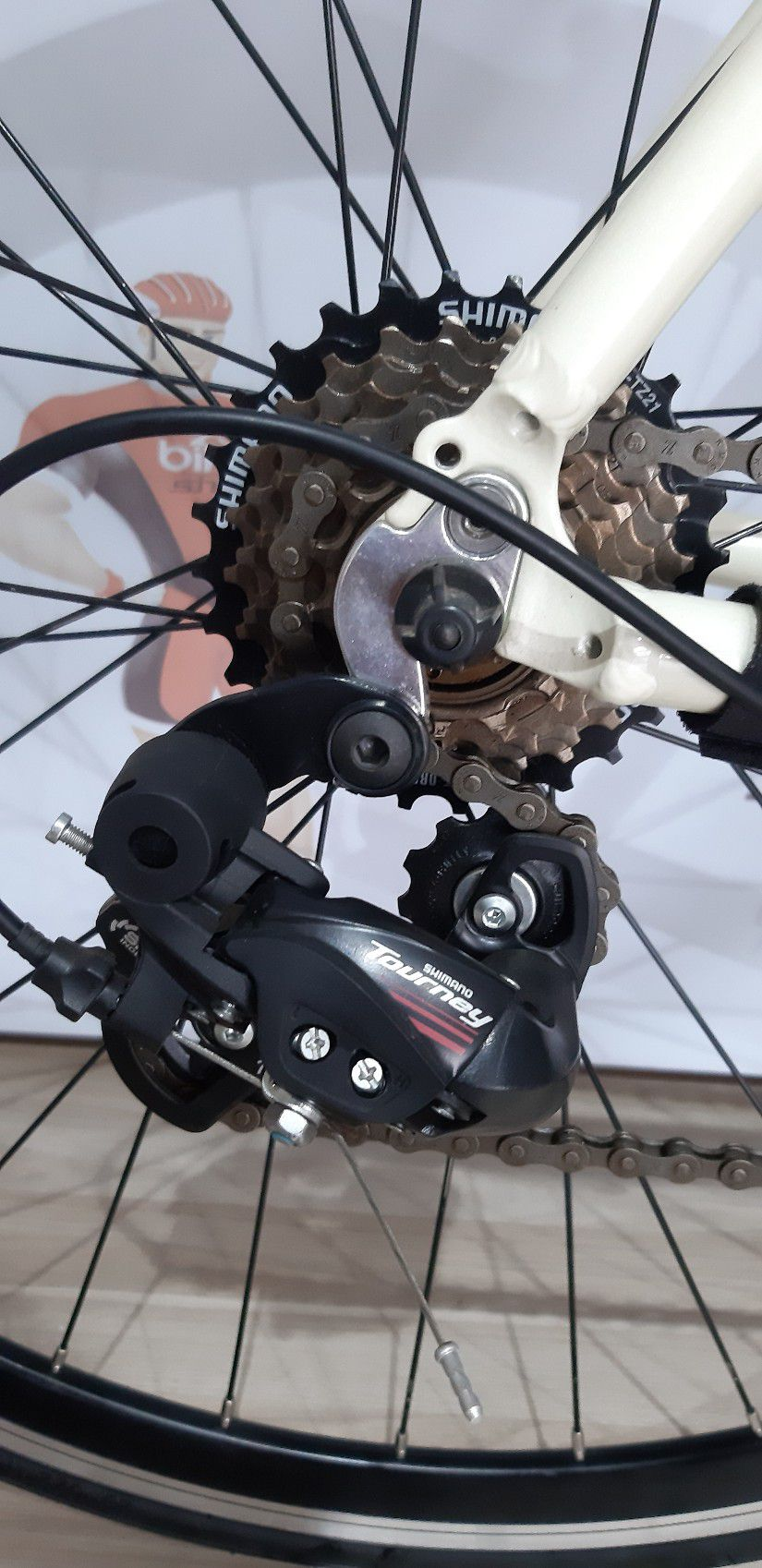 Bicicleta BLITZ Road aro 700 - 14V Shimano Tourney com STi (manete de freio e passador integrado)
