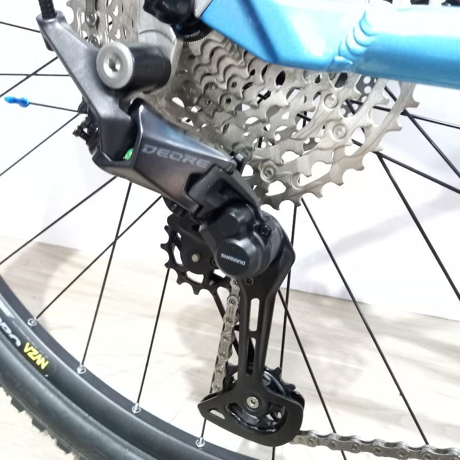 Bicicleta FIRST Active aro 29 - 12v Shimano Deore com K7 10/51 dentes - Suspensão GTA a Ar com Trava no Guidão