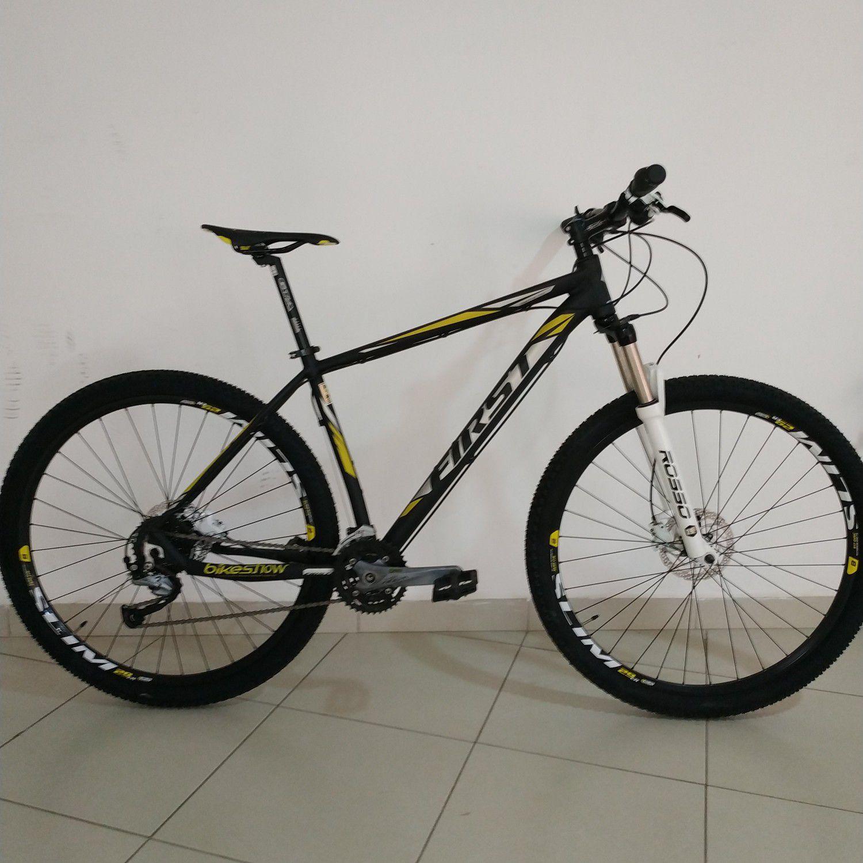 Bicicleta FIRST Austen aro 29 - 27v Shimano Acera - Freio Shimano Hidráulico