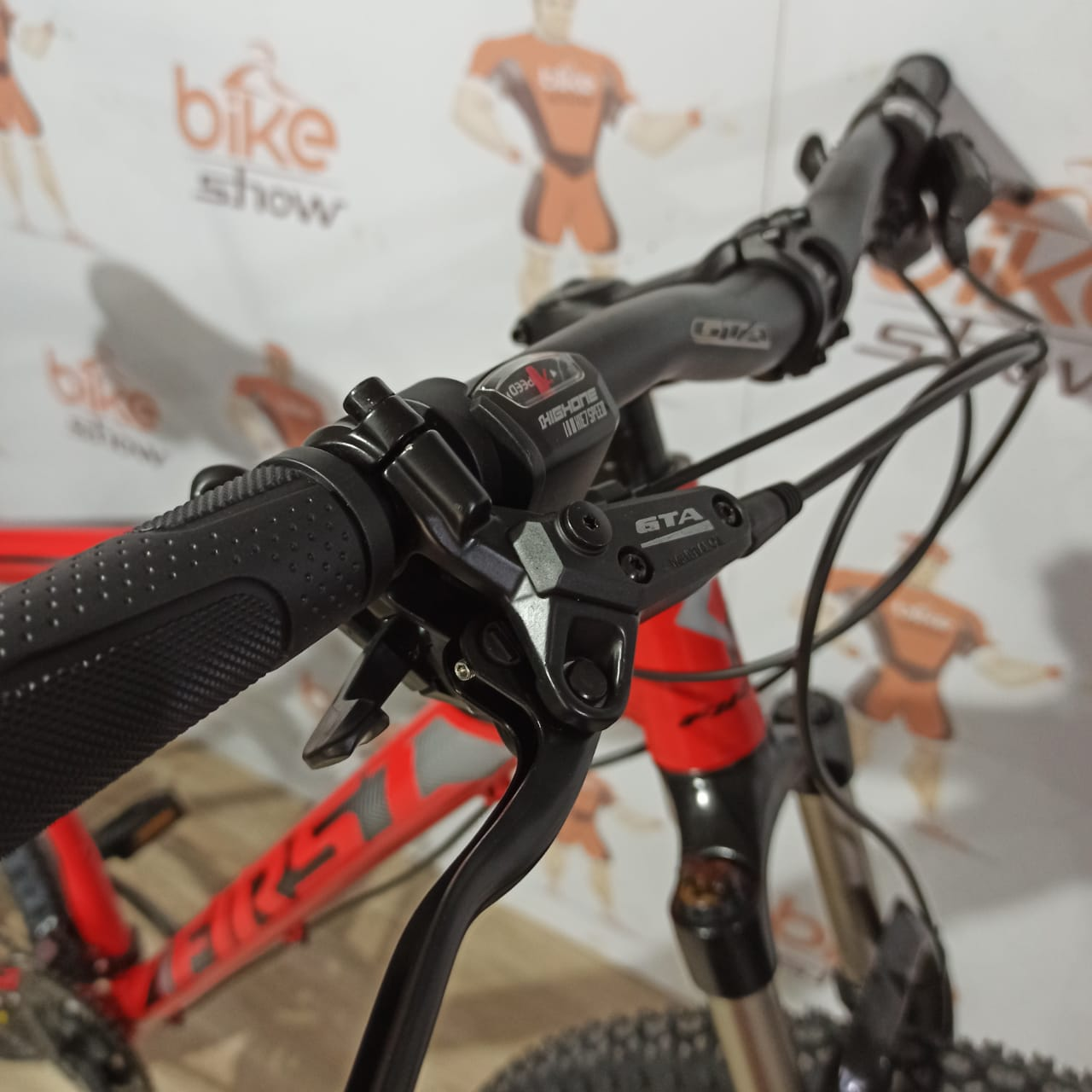 Bicicleta FIRST Shelby aro 29 - 21v Shimano Tourney - Freio Hidráulico - Suspensão Vortex