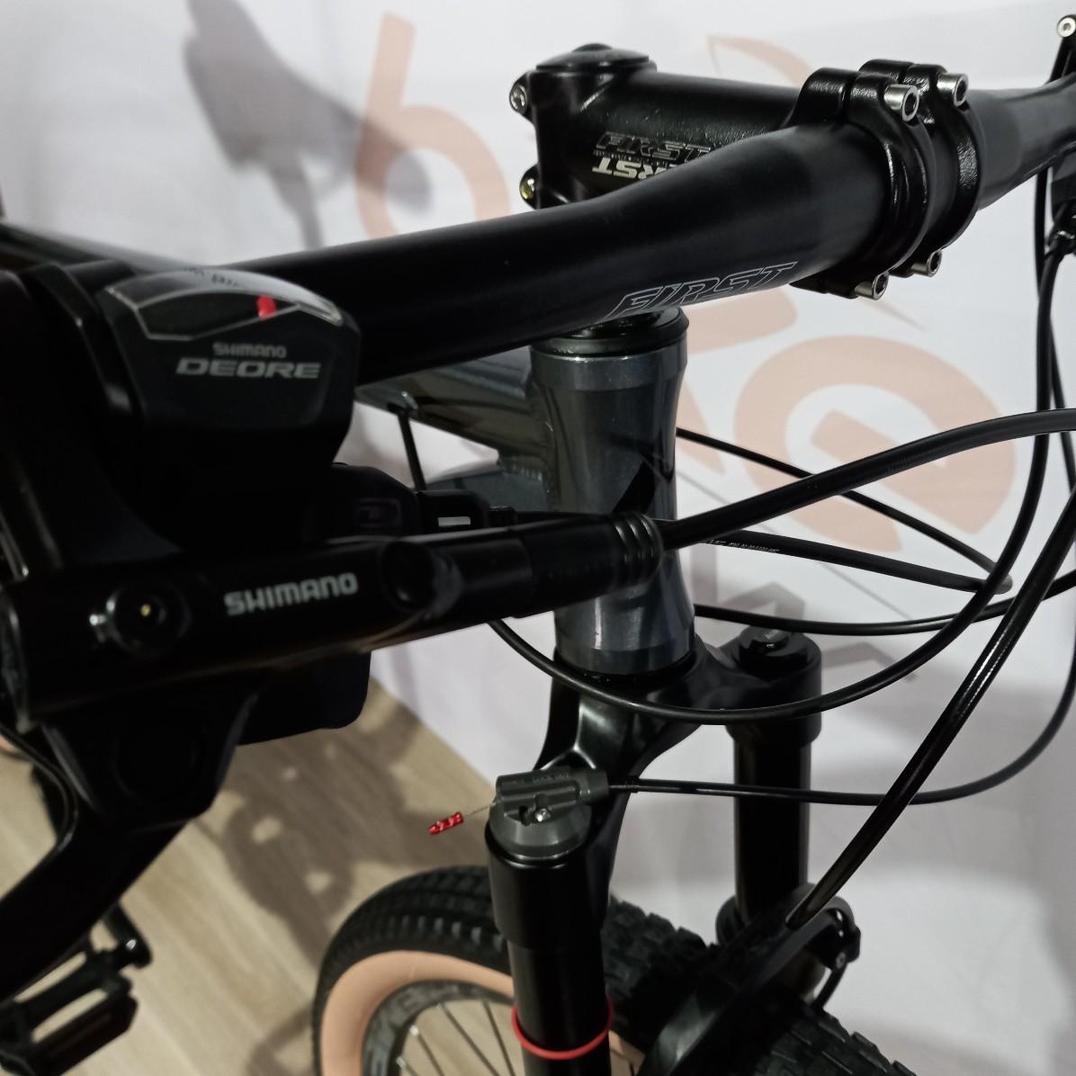 Bicicleta FIRST Shift aro 29 - 20v Shimano Deore - Suspensão High One a ar - EXCELENTE CUSTO BENEFÍCIO