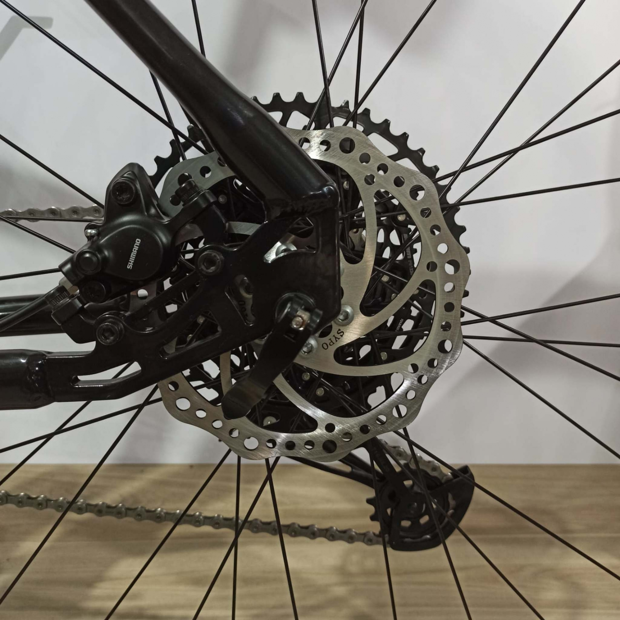 Bicicleta FIRST Smitt aro 29 - 12v Sram NX - Freio Shimano Hidráulico - Suspensão GTA 577 Black AIR