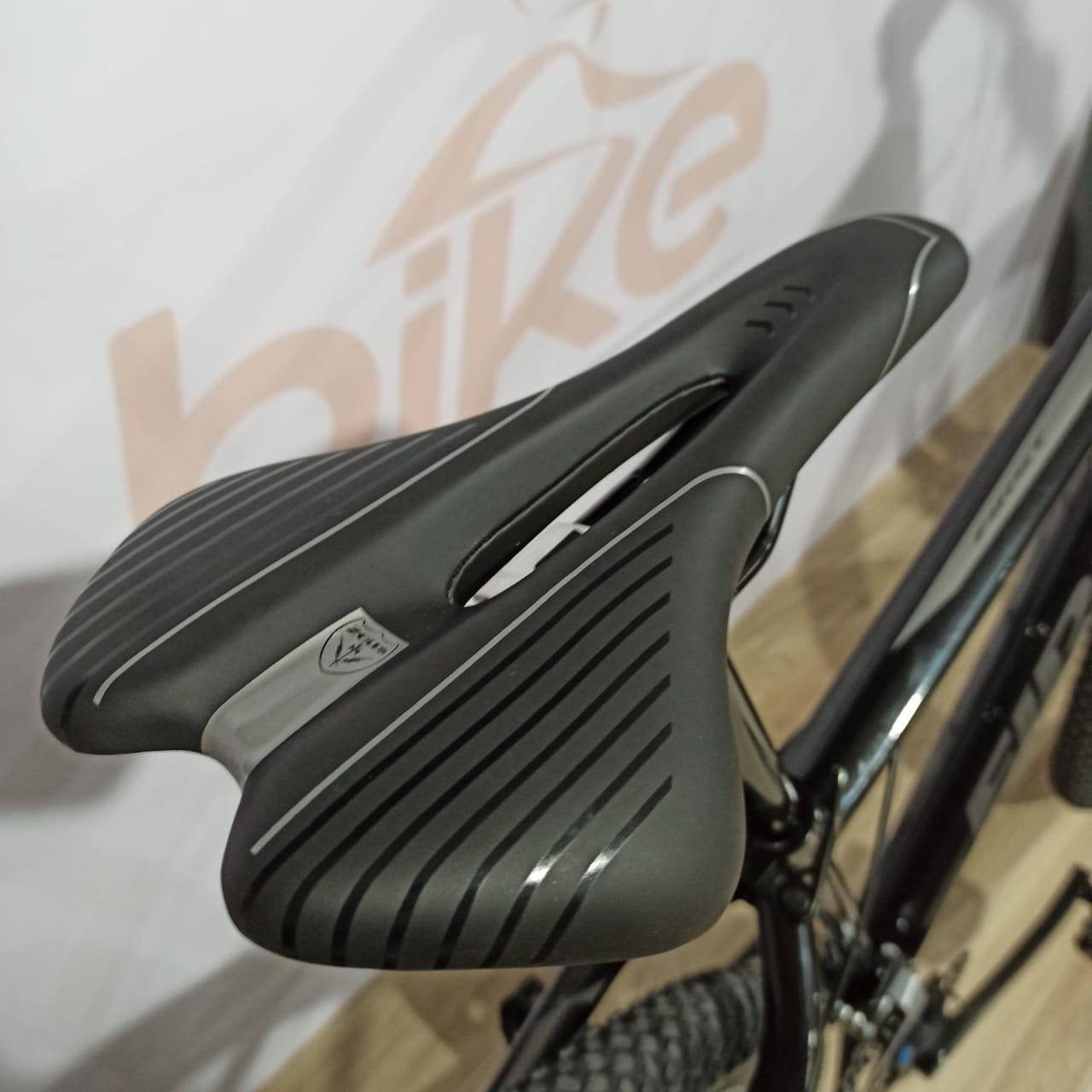 Bicicleta FIRST Smitt aro 29 - 16v Shimano Altus - Freio Shimano Hidráulico - Suspensão GTA com trava no guidão