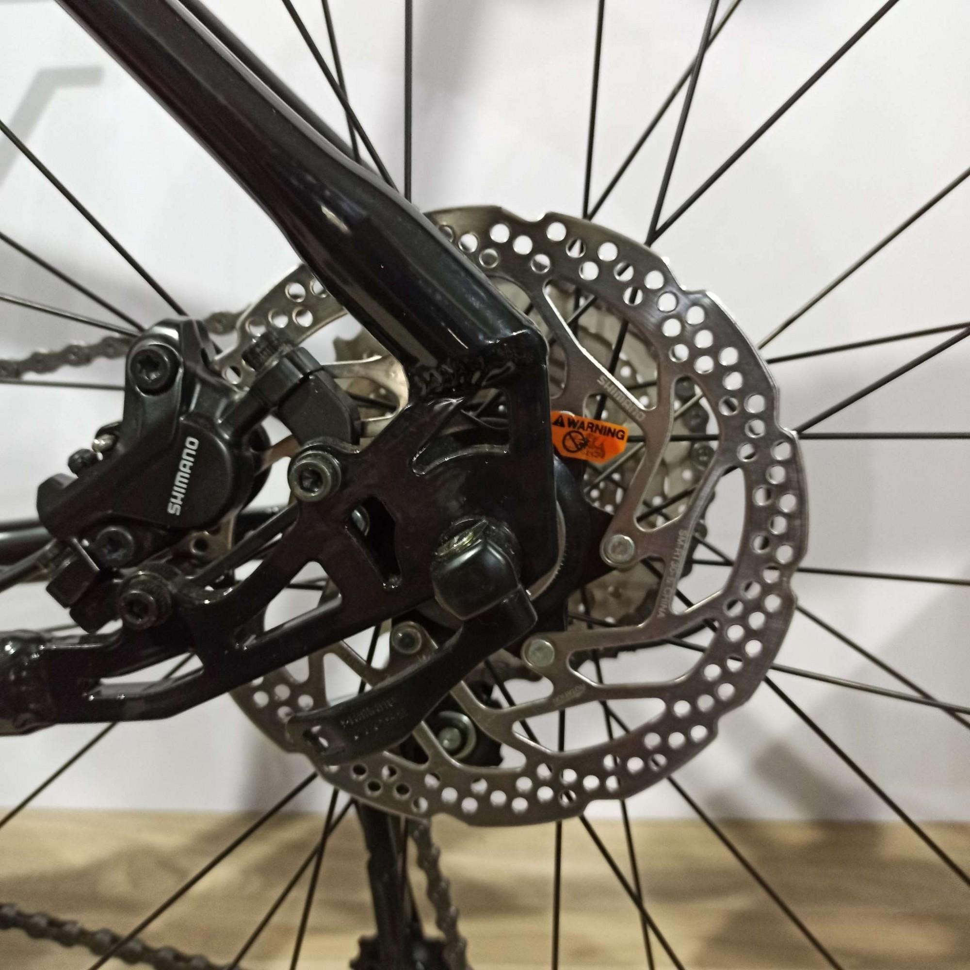 Bicicleta FIRST Smitt aro 29 - 18v Shimano Acera - Freio Shimano Hidráulico - Suspensão GTA com trava no ombro