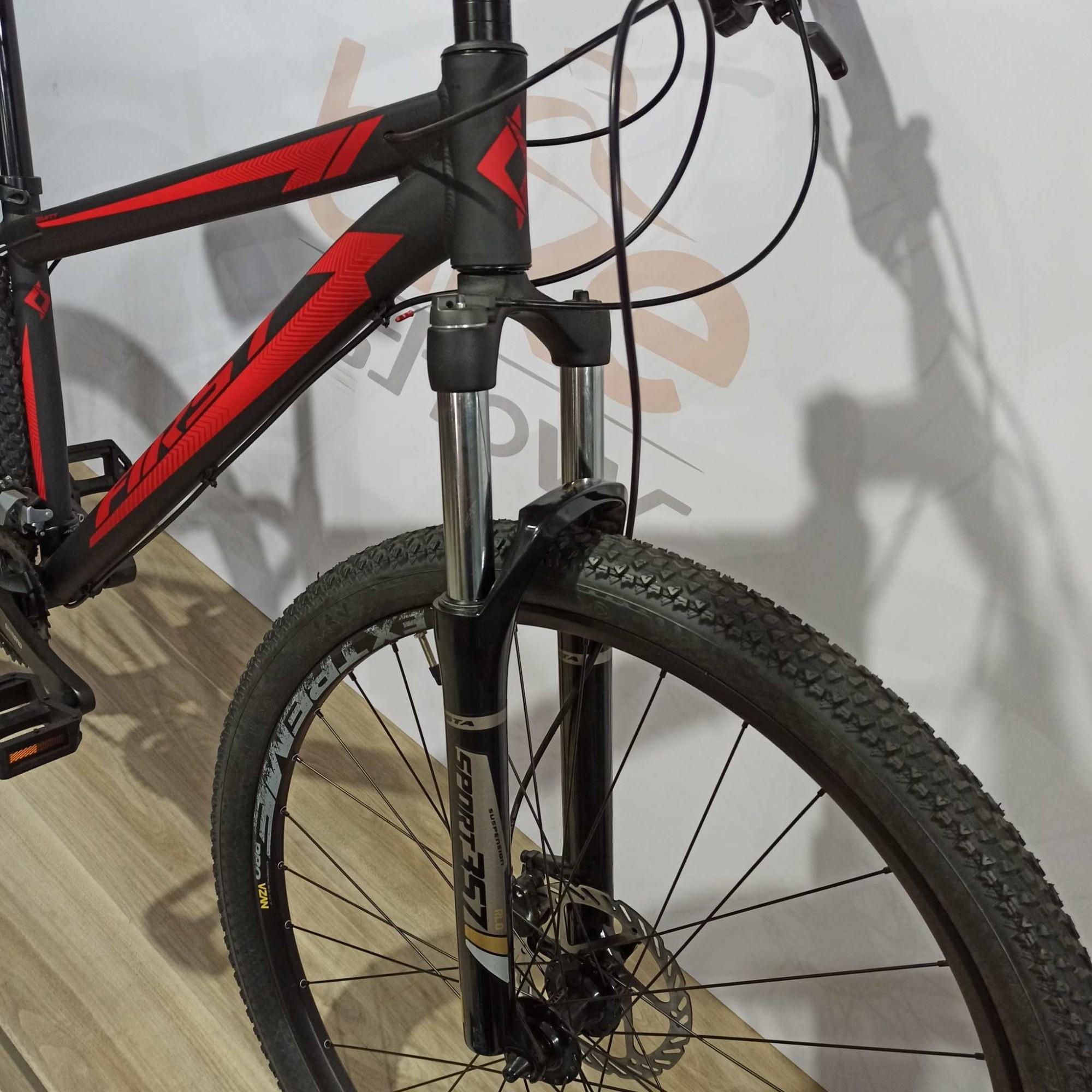 Bicicleta FIRST Smitt aro 29 - 18v Shimano Altus - Freio Shimano Hidráulico - Suspensão GTA com trava no guidão