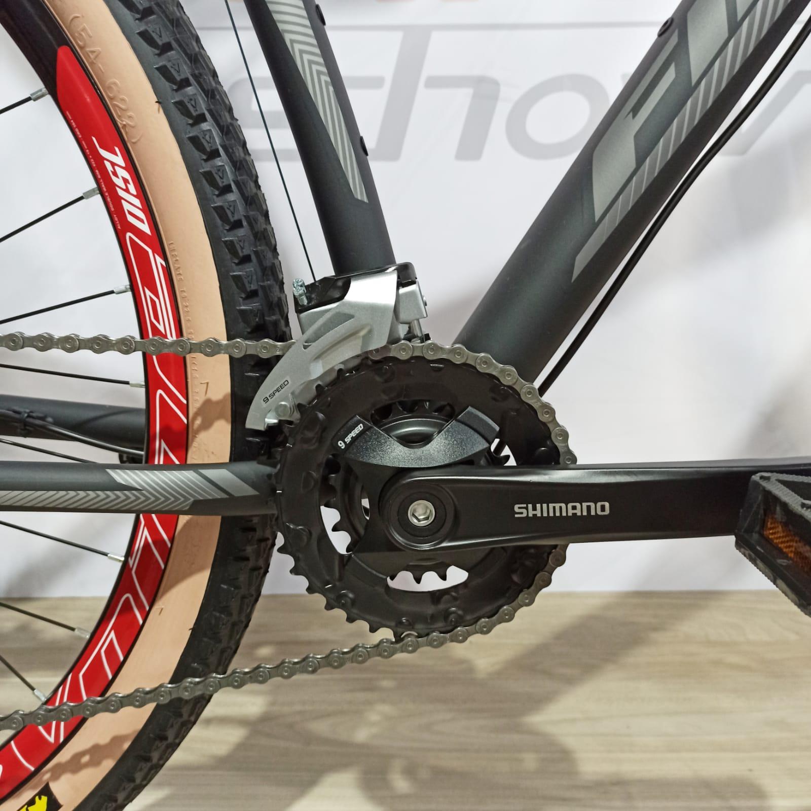 Bicicleta FIRST Smitt aro 29 - 18v Shimano Altus - Freio GTA Hidráulico - Suspensão GTA com trava no guidão