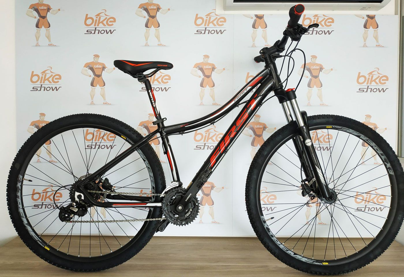Bicicleta FIRST Smitt aro 29 - 24v Shimano - Freio Hidráulico
