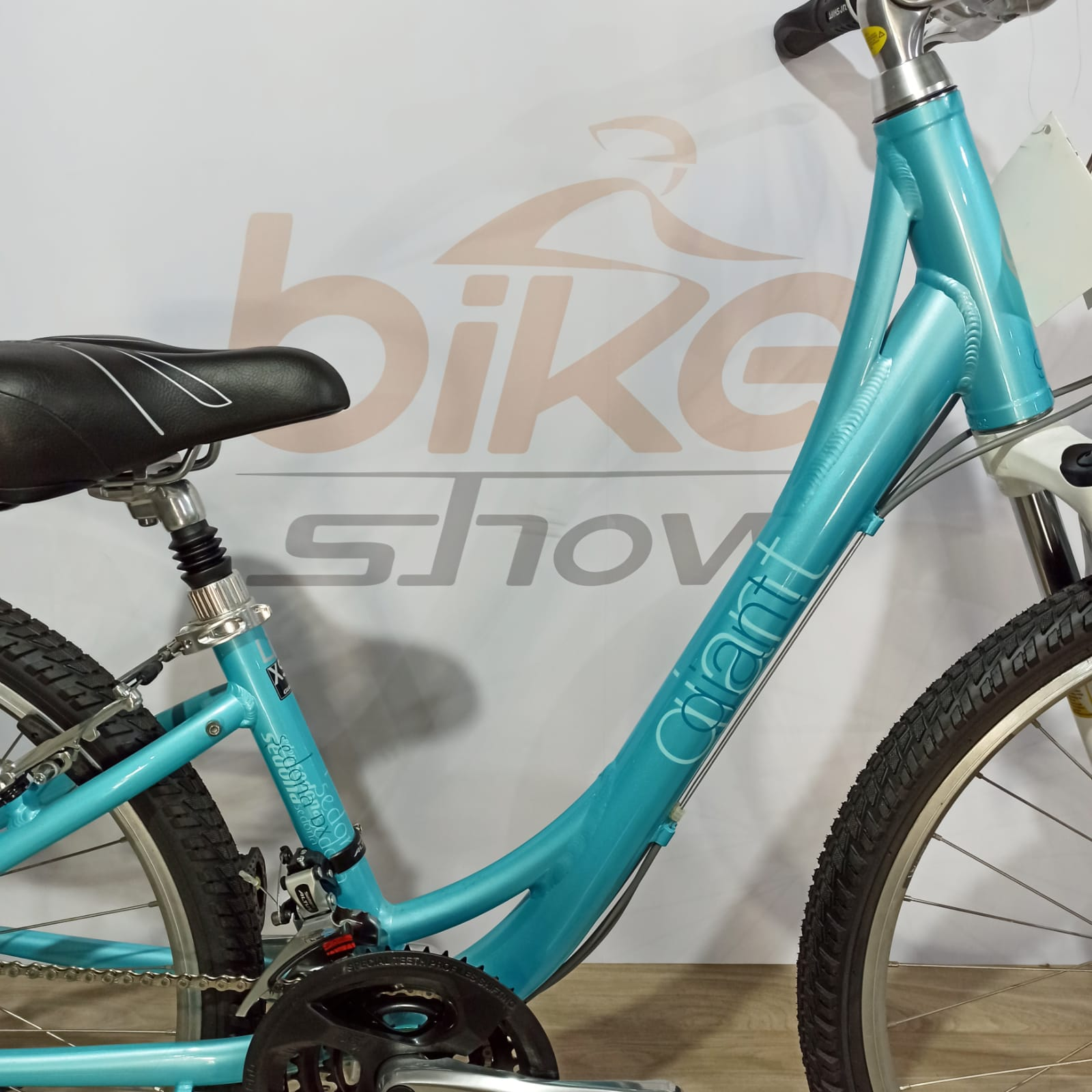 Bicicleta GIANT Sedona DX aro 26 - 24v Shimano Altus - Suspensão Suntour SR