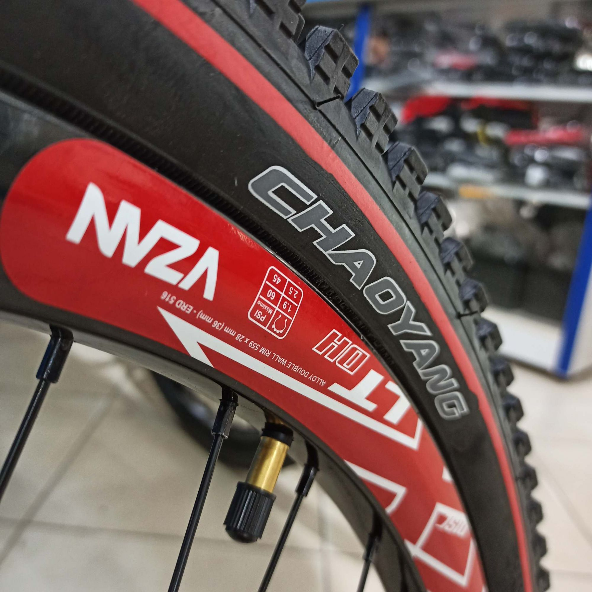 Bicicleta GIOS 4Freaks aro 26 - 9v Shimano Altus com Central Integrado - Suspensão RST Dirt 130mm de curso