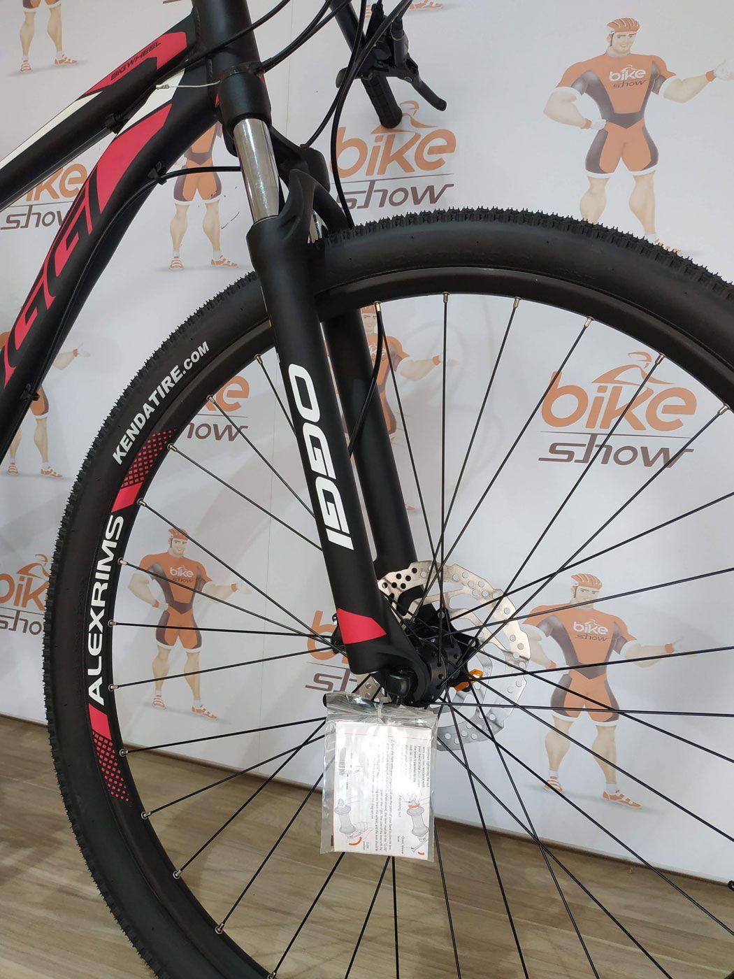 Bicicleta OGGI Big Wheel 7.0 aro 29 2019 - 27V Shimano Altus - Freio hidráulico - Preto/Pink + BRINDES