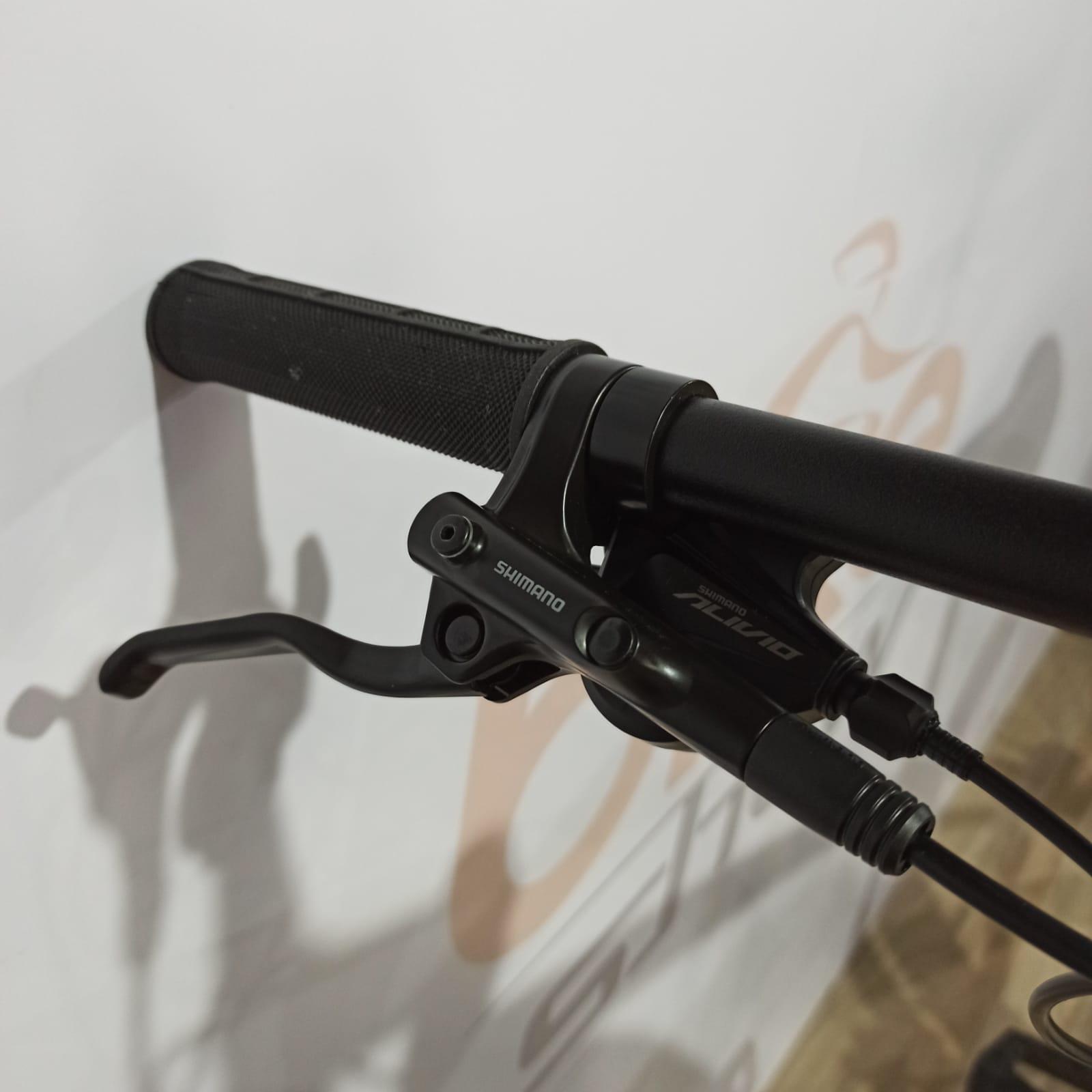 Bicicleta OGGI Big Wheel 7.0 aro 29 2021 - 18V Shimano Alivio - Freio Hidráulico - Preto/Vermelho/Dourado