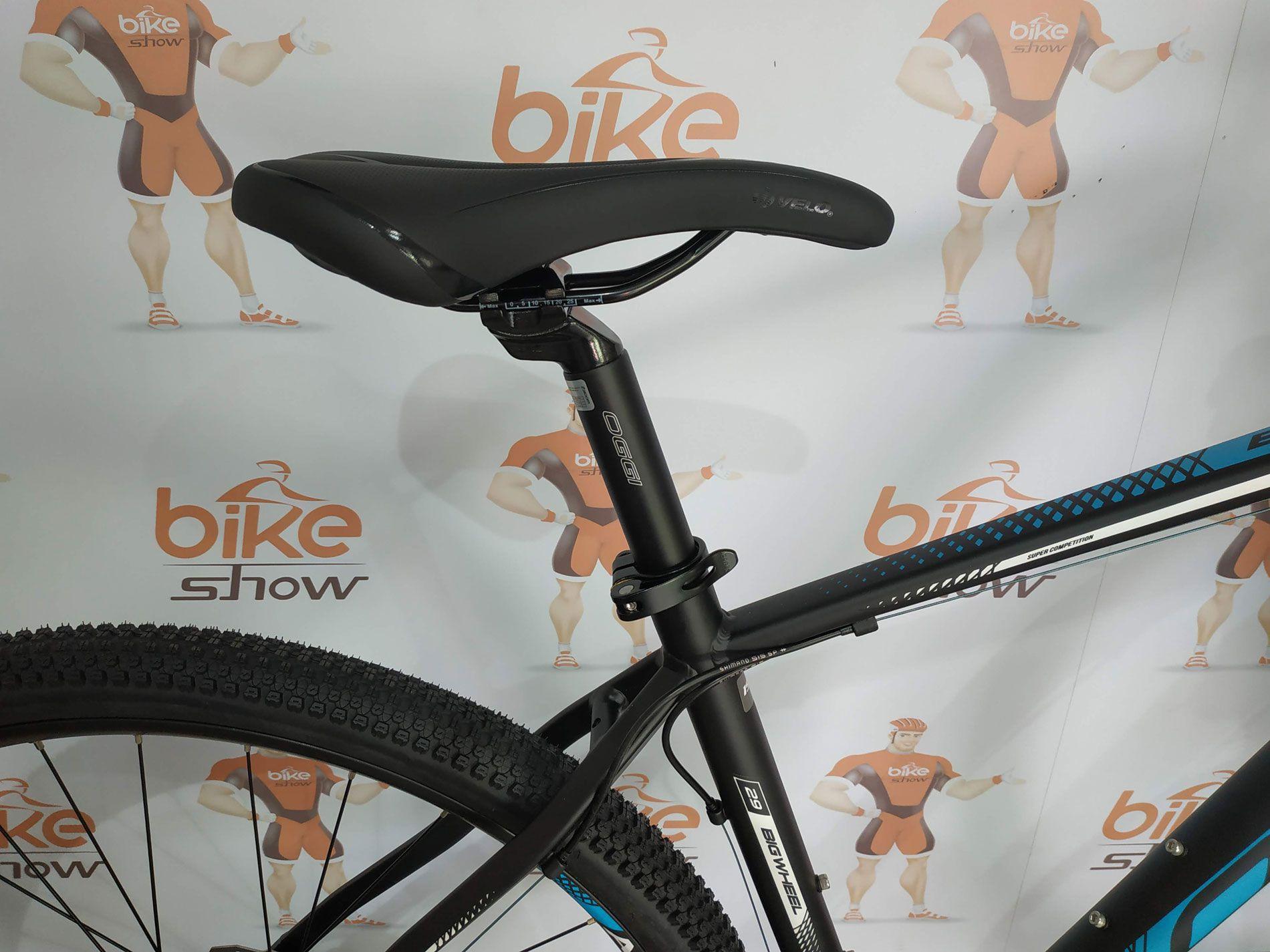 Bicicleta OGGI Big Wheel 7.0 aro 29 2019 - 27V Shimano Altus - Freio hidráulico - Preto/Azul + BRINDES