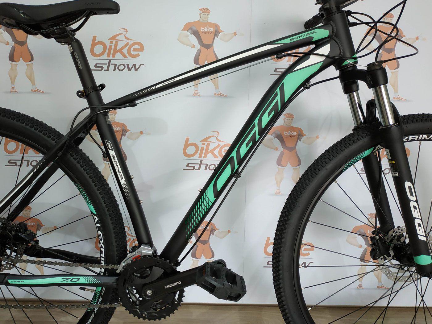Bicicleta OGGI Big Wheel 7.0 aro 29 2019 - 27V Shimano Altus - Freio Hidráulico - Preto/Verde + BRINDES