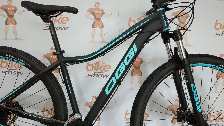 Bicicleta OGGI Float 5.0 2019- 27V Shimano Altus - Freio hidráulico - Preto/Azul Tiffany + Brindes