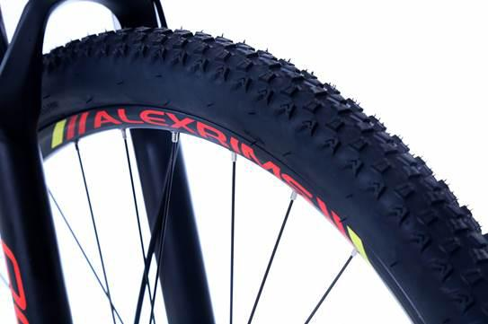Bicicleta OGGI Hacker HDS - 24v Shimano Tourney - Freio Shimano Hidráulico - PTO/VERM/AMAR + BRINDES