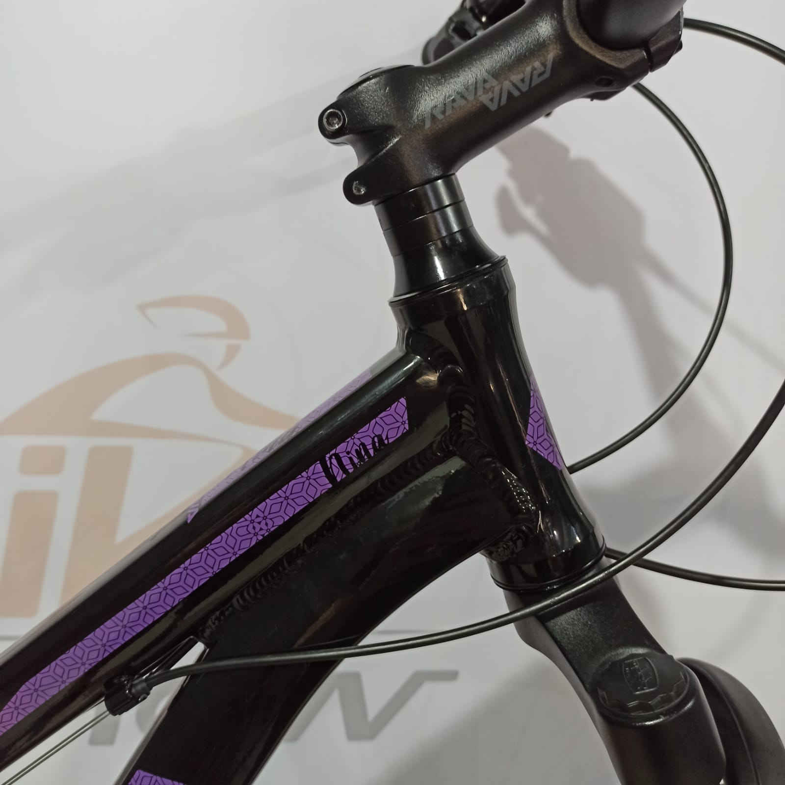 Bicicleta RAVA Nina aro 29 - 27v X-Time - Freio a Disco Hidráulico - Preto/Pink/Violeta